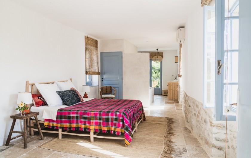 Location de vacances - Mas à Potelières - Premier étage : Suite avec SDB Privé et terrasse avec vue sur château