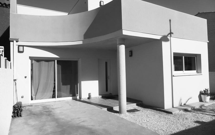 Location de vacances - Villa à Sauvian - Entrés + parking intérieur