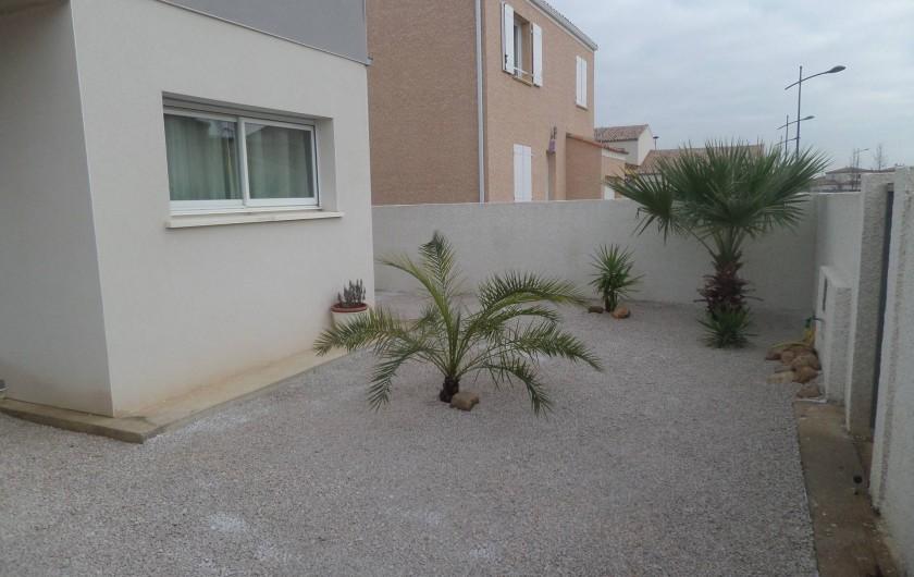 Location de vacances - Villa à Sauvian - Jardin avant