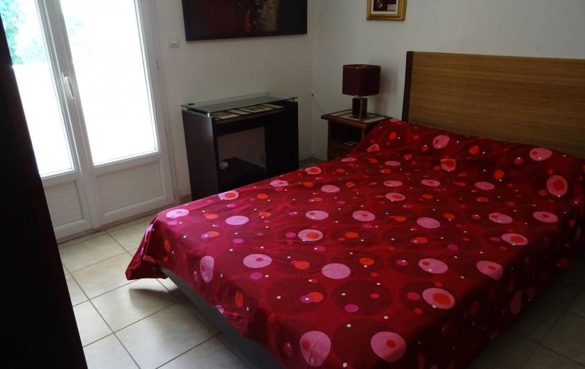 Location de vacances - Villa à Hyères - chambre den haut droite