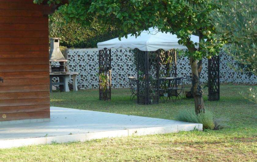 Location de vacances - Chalet à Pozzuoli - jardin avec barbecue et gazebo