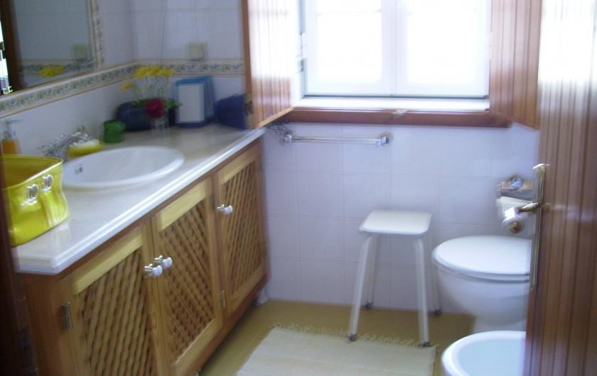 Location de vacances - Chambre d'hôtes à Alcobaça - salle de bains jaune