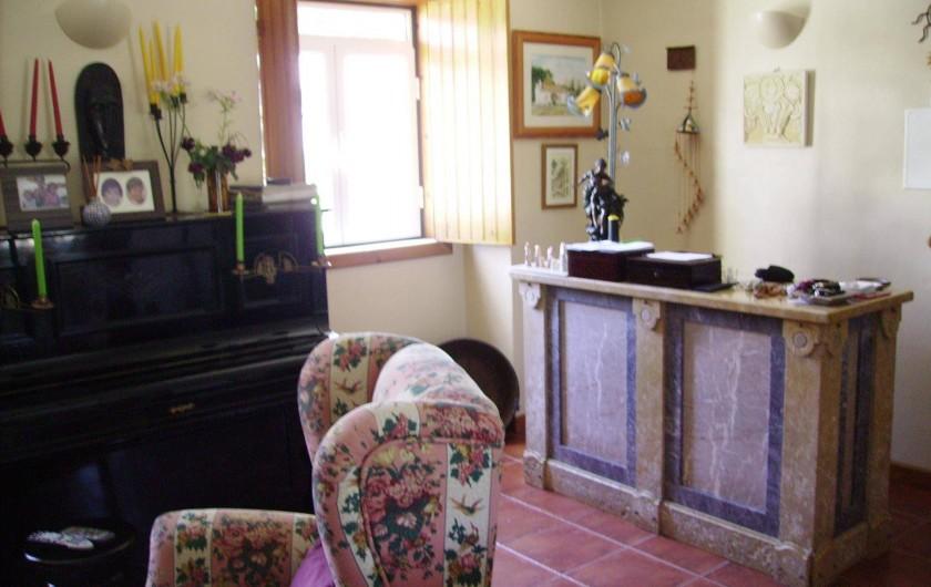 Location de vacances - Chambre d'hôtes à Alcobaça - salle de séjour (piano et bar)