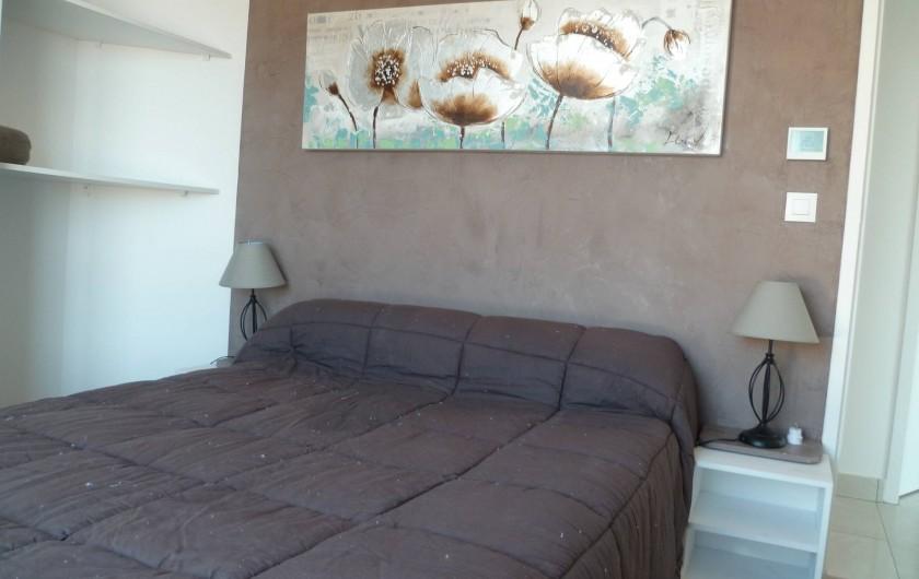 Location de vacances - Villa à La Croix des Gardes - Etage chambre avec vue sur montagne et mer donnant sur solarium de 70 m2