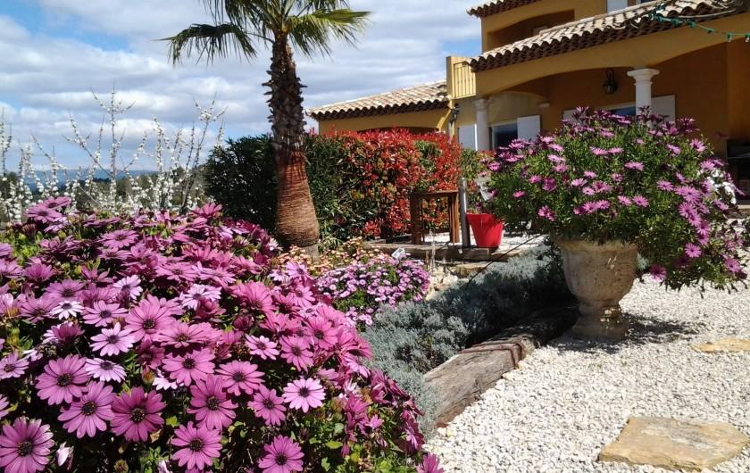 Location de vacances - Appartement à Évenos - calme et jardin entretenu