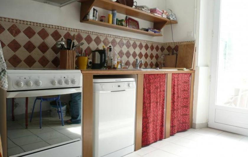 Location de vacances - Maison - Villa à Kersaint - une cuisine équipée : frigidaire, congélateur, four micro onde, . . .
