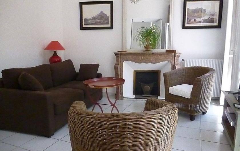 Location de vacances - Appartement à Cannes - le salon (avec canapé lit : 2 places)