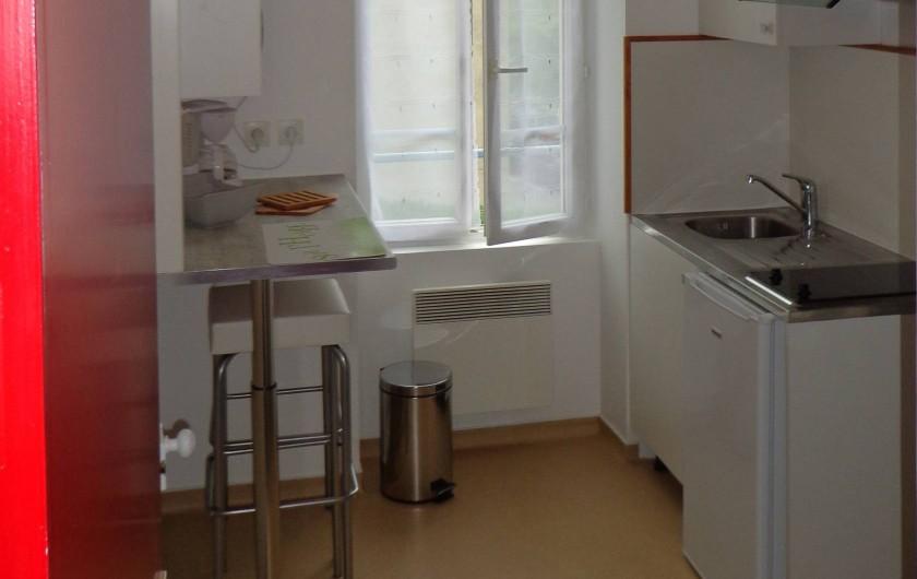 Location de vacances - Appartement à Guéret - Entrée et cuisine avec espace repas