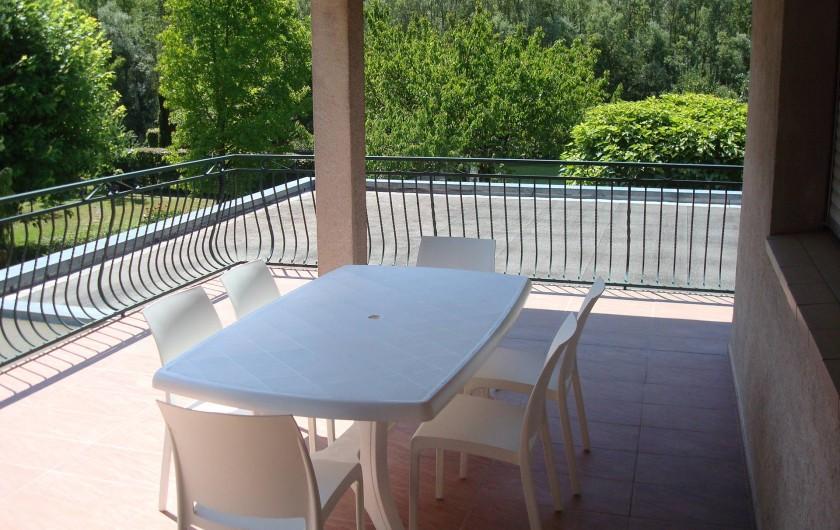 Location de vacances - Gîte à Pont-en-Royans - Terrasse abritée + store