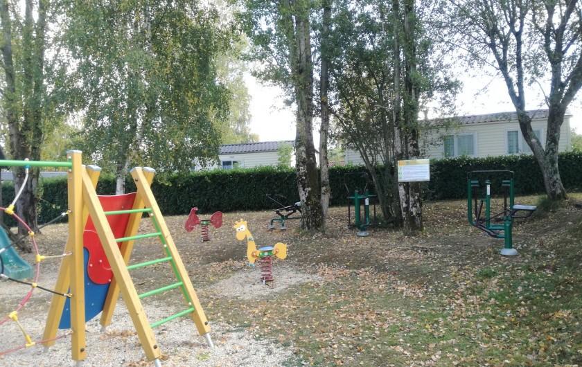Location de vacances - Camping à Mézières-sous-Lavardin - Espace fitness
