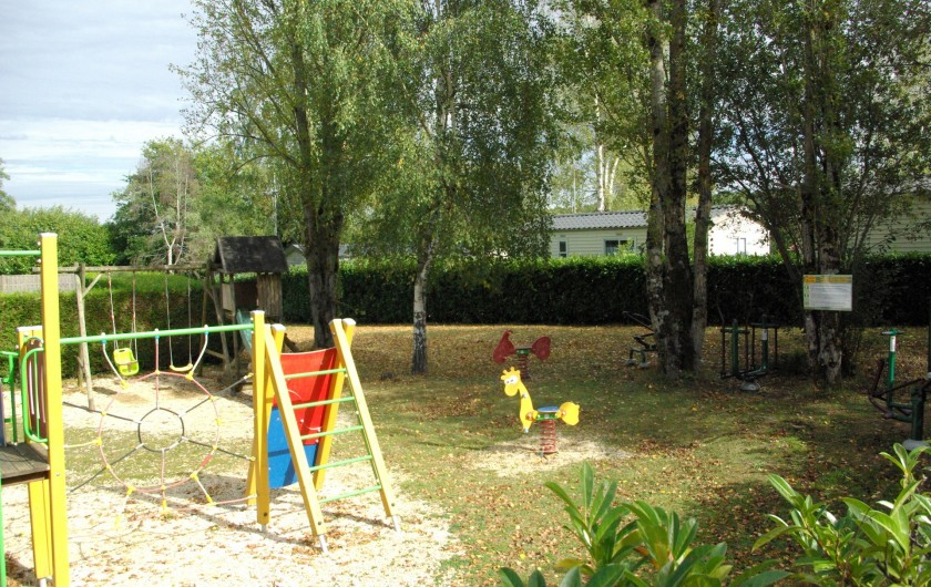 Location de vacances - Camping à Mézières-sous-Lavardin - Espace de jeux pour tous
