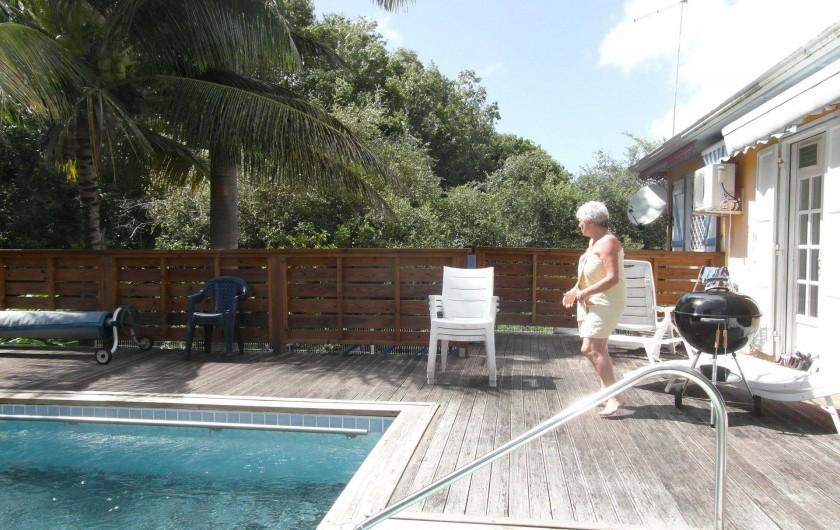 Location de vacances - Chambre d'hôtes à Sainte-Anne - coté piscine