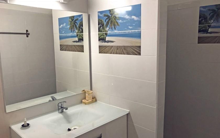 Location de vacances - Villa à Lamentin - salle de bain