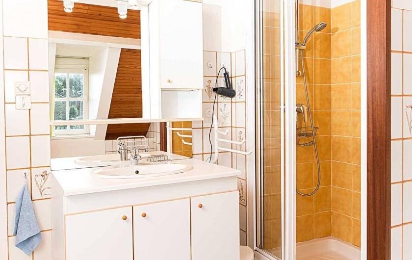 Location de vacances - Gîte à Reville - salle de bain, douche et baignoire