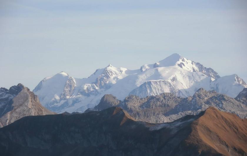 Location de vacances - Appartement à La Clusaz - vue sur le mont blanc en ballade été