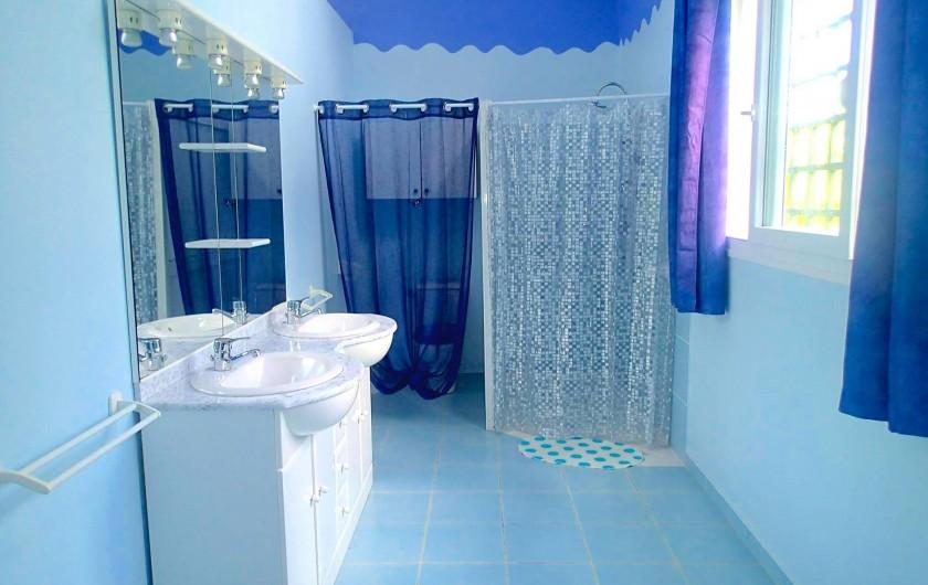 Location de vacances - Chambre d'hôtes à Le Gosier - Grande salle d'eau privée