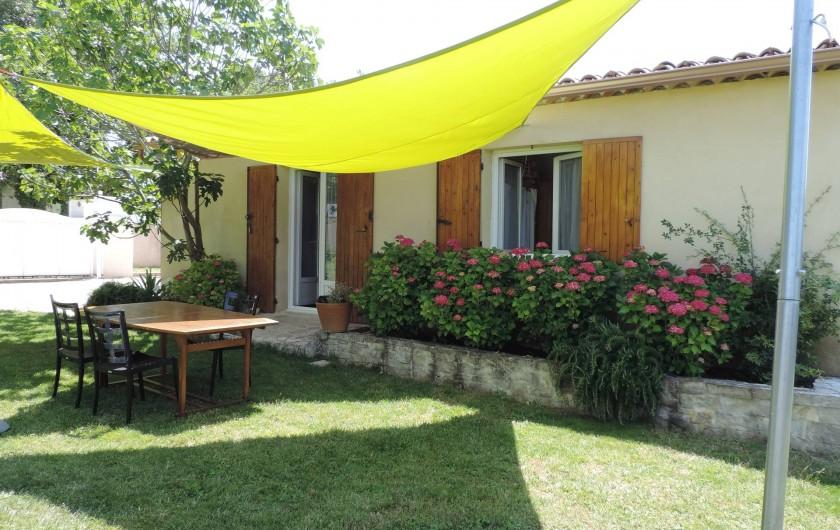 Location de vacances - Villa à Villecroze - LE CABANON AVEC SON COIN REPAS
