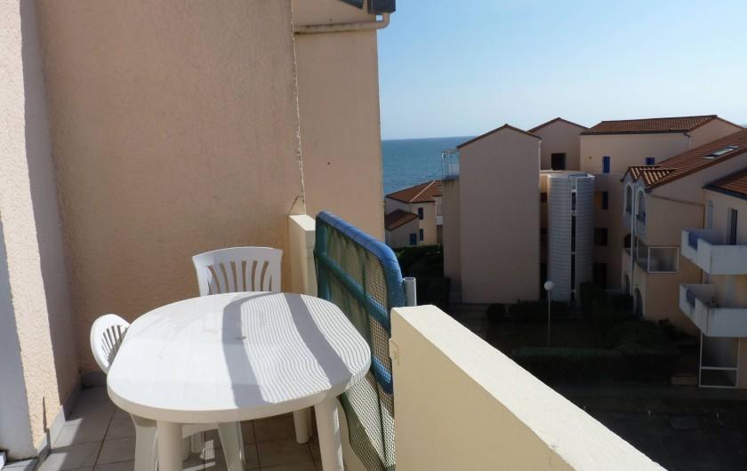 Location de vacances - Appartement à Le Château-d'Olonne - Balcon vue latérale mer