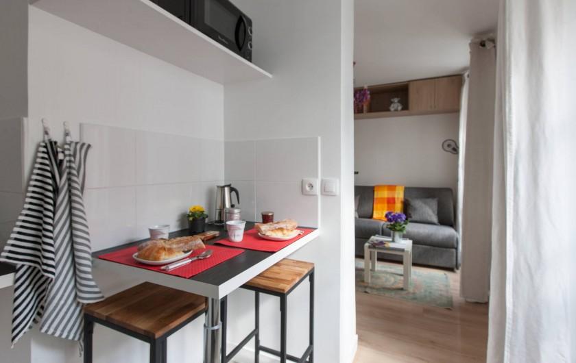 Location de vacances - Studio à 14e Arrondissement - Cuisine et pièce principale encore...