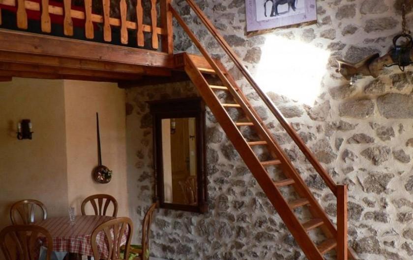 Location de vacances - Gîte à Saint-Victor-Malescours - Montée à la mezzanine