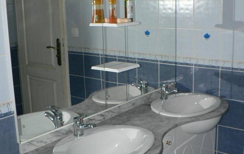 Location de vacances - Gîte à Saint-Victor-Malescours - Meuble de salle de bain