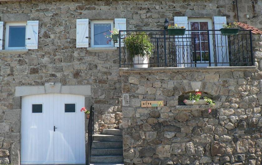 Location de vacances - Gîte à Saint-Victor-Malescours - Vue extérieure du Gîte