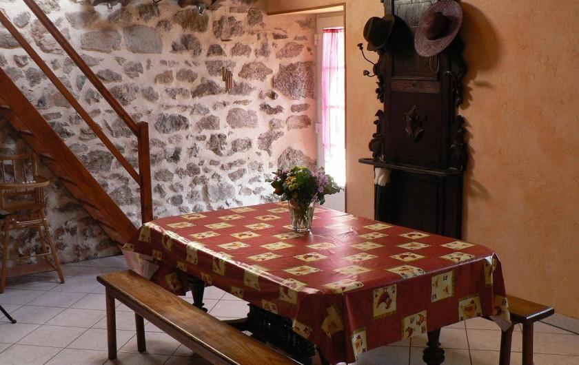 Location de vacances - Gîte à Saint-Victor-Malescours - Table de salle à manger 8 places minimum