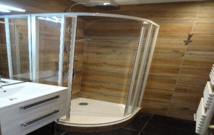 Location de vacances - Appartement à Annecy-le-Vieux - cabine de douche