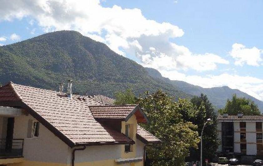 Location de vacances - Appartement à Annecy-le-Vieux - vue depuis terrasse avec le veyrier