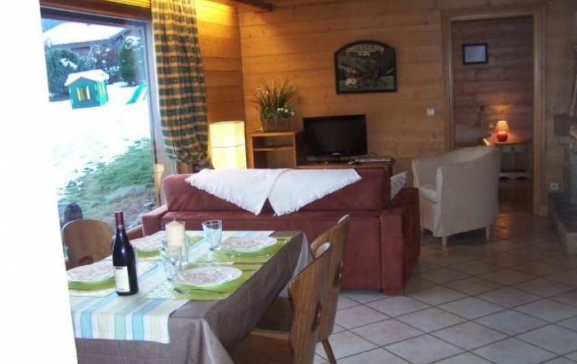 Location de vacances - Appartement à Combloux - Salle à manger et salon, face au Mont-Blanc et sans vis à vis.
