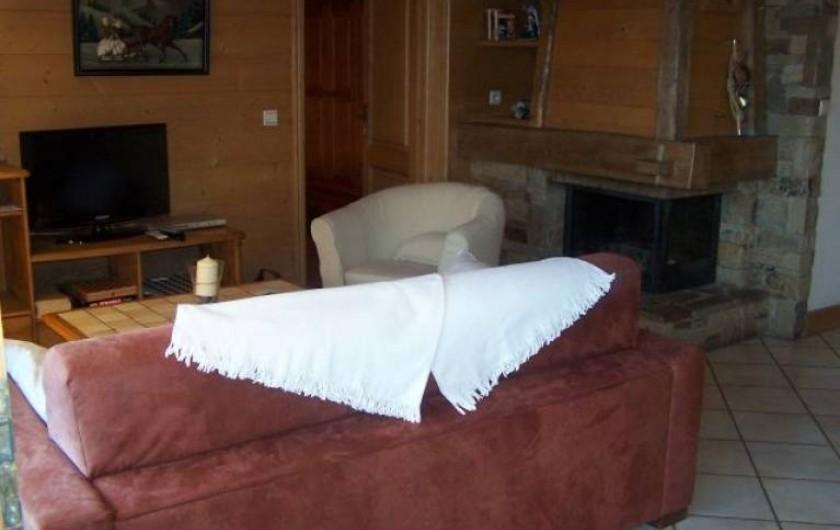 Location de vacances - Appartement à Combloux - Salon avec Cheminée à insert.