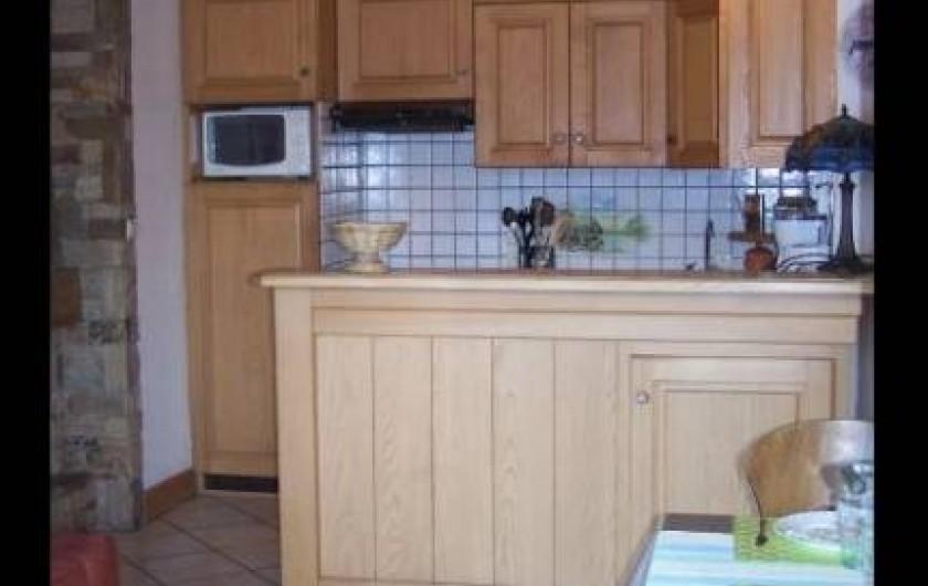 Location de vacances - Appartement à Combloux - Cuisine aménagée, four, micro-onde, lave vaisselle.
