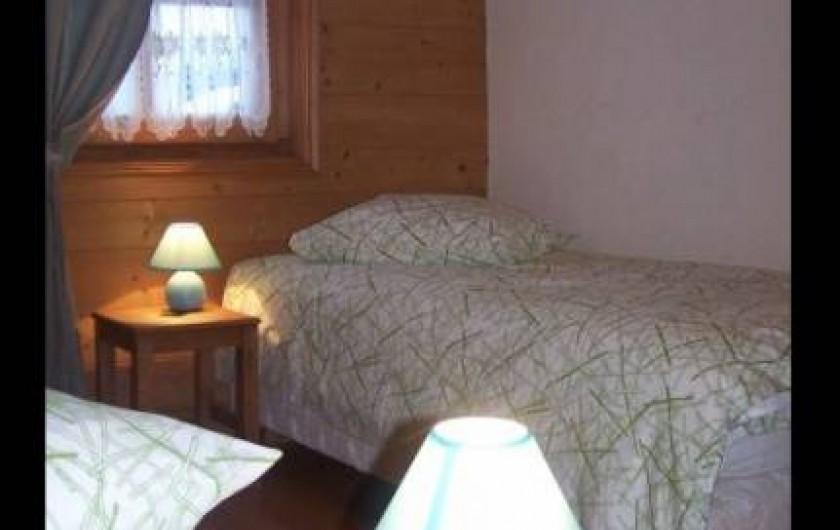 Location de vacances - Appartement à Combloux - Chambre deux lits avec placards