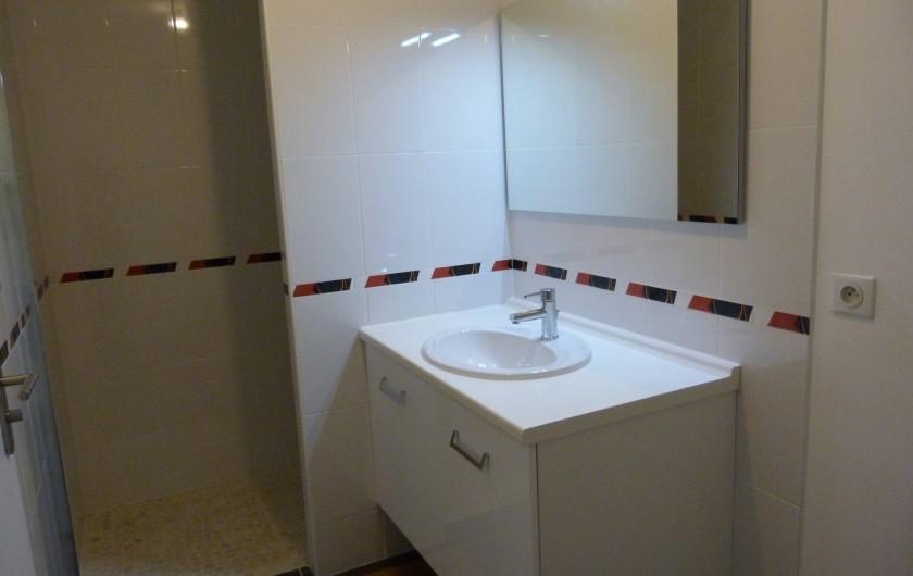 Location de vacances - Appartement à Saint-Julien-en-Born - SDB avec grande douche à l'italienne WC séparés