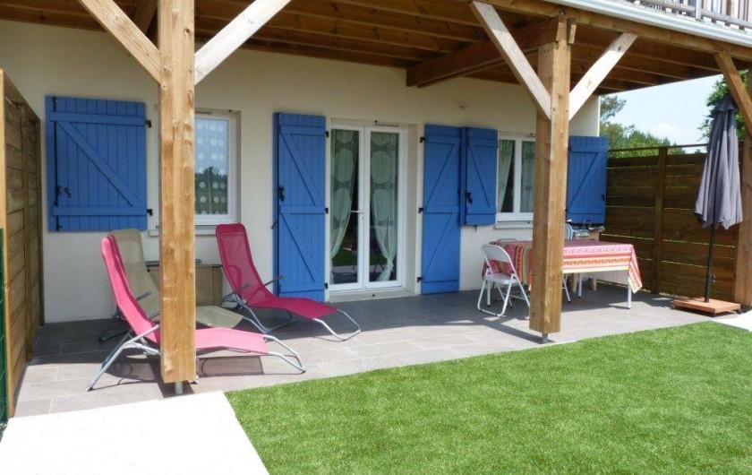 Location de vacances - Appartement à Saint-Julien-en-Born - terrasse couverte + jardin