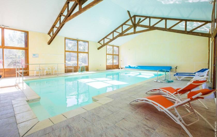 Location de vacances - Chambre d'hôtes à Saint-Méloir-des-Ondes - La piscine couverte et chauffée.