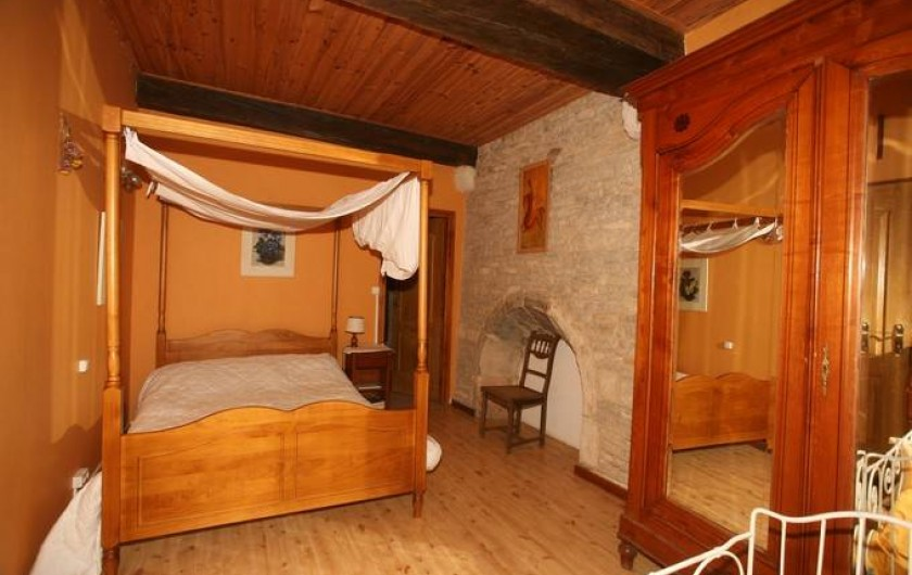 Location de vacances - Gîte à Sorans-lès-Breurey - Chambre à coucher N°1 au rez de chaussez + lit  de 2 m  x 1.4m