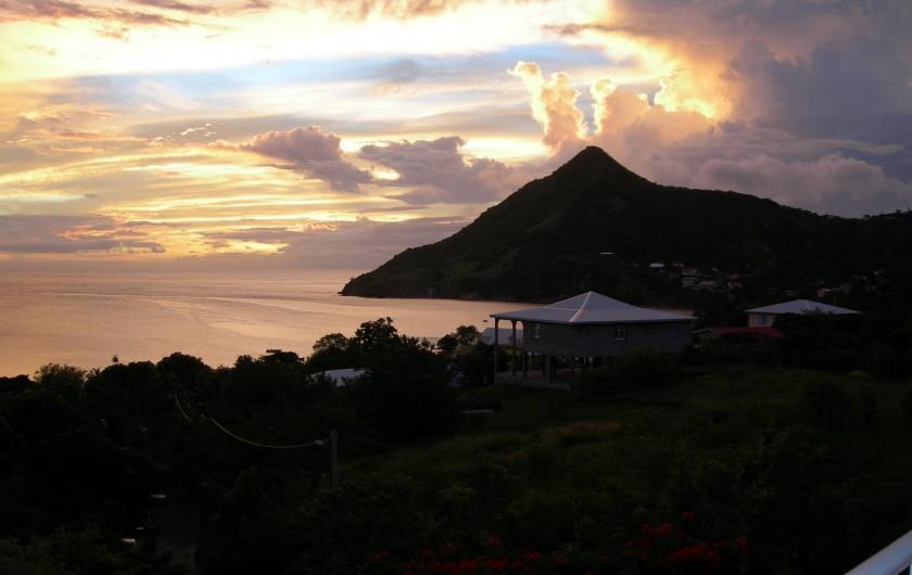 Location de vacances - Villa à Les Anses-d'Arlet - Couché du Soleil vue du Séjour
