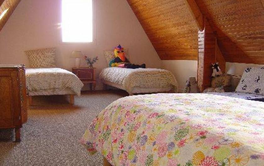 Location de vacances - Maison - Villa à Pléneuf-Val-André - chambre des marins, 4 ou 5 pers, grande pour se reposer, jouer, rigoler !