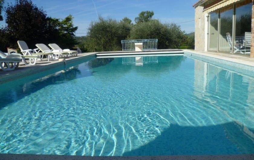 Location de vacances - Villa à Grasse - La piscine un matin d'été