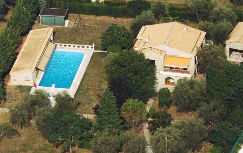 Location de vacances - Villa à Grasse - La propriété vue du ciel