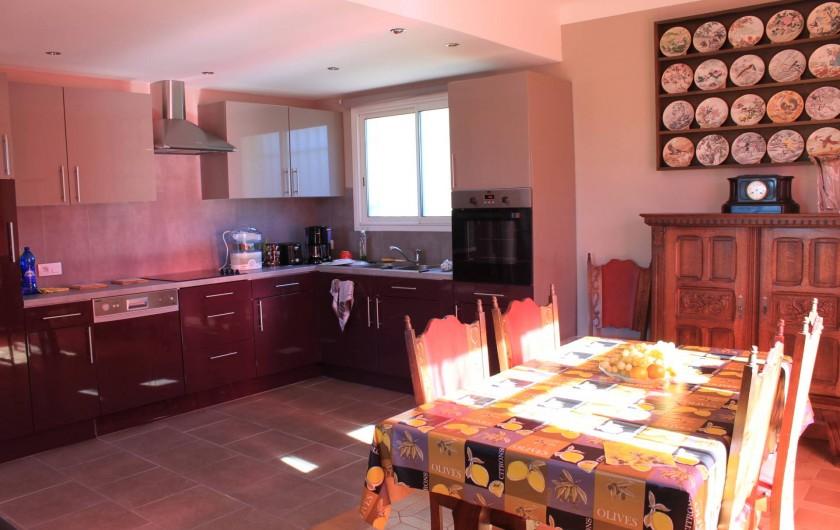 Location de vacances - Villa à Grasse - La cuisine américaine au 1er étage