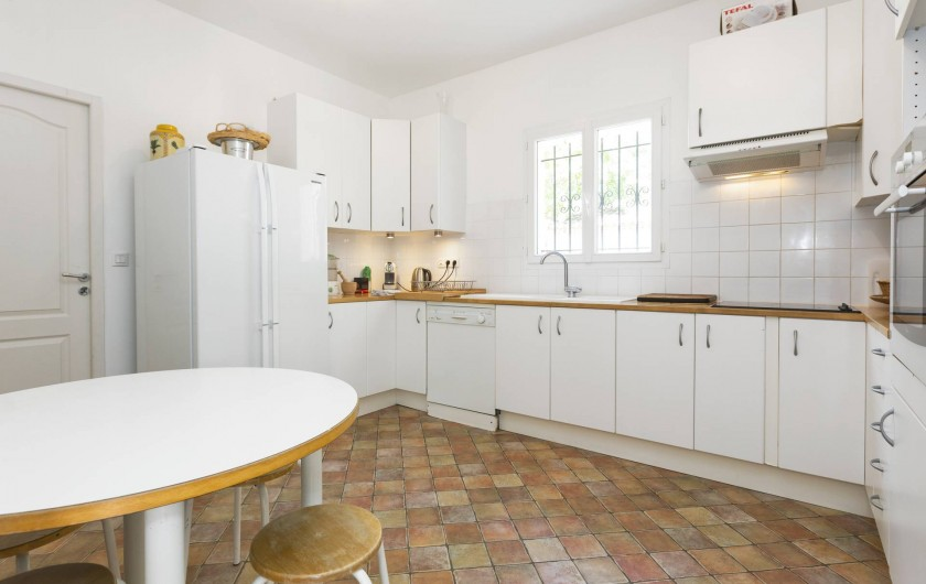 Location de vacances - Villa à Saint-Gély - Grande cuisine toute équipée