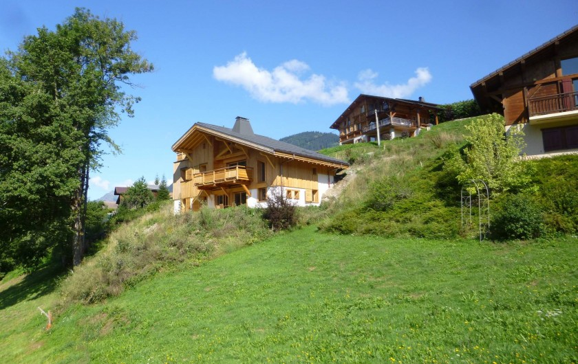 Location de vacances - Appartement à Samoëns - L' été une nature verdoyante