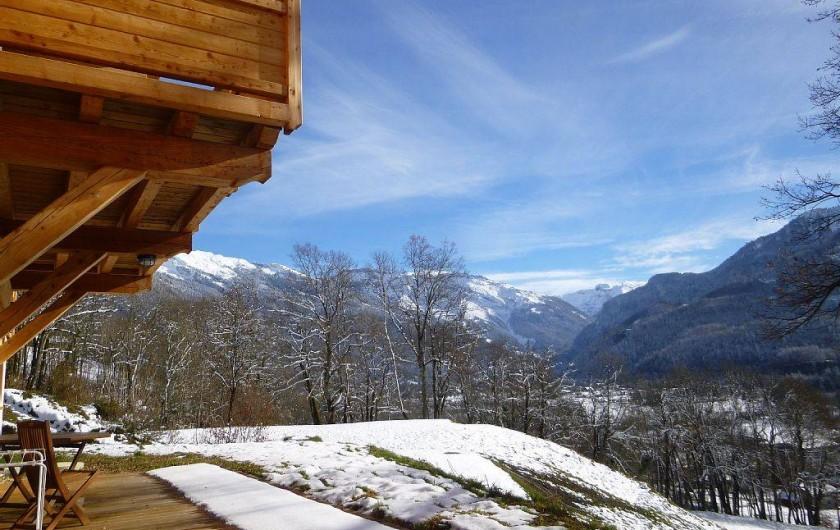 Location de vacances - Appartement à Samoëns - Une vue imprenable sur les grandes montagne et la station de ski.