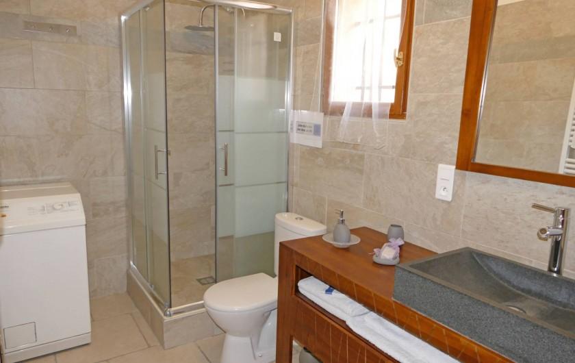 Location de vacances - Gîte à Vidauban - Salle d'eau de la chambre au rez de chaussé.