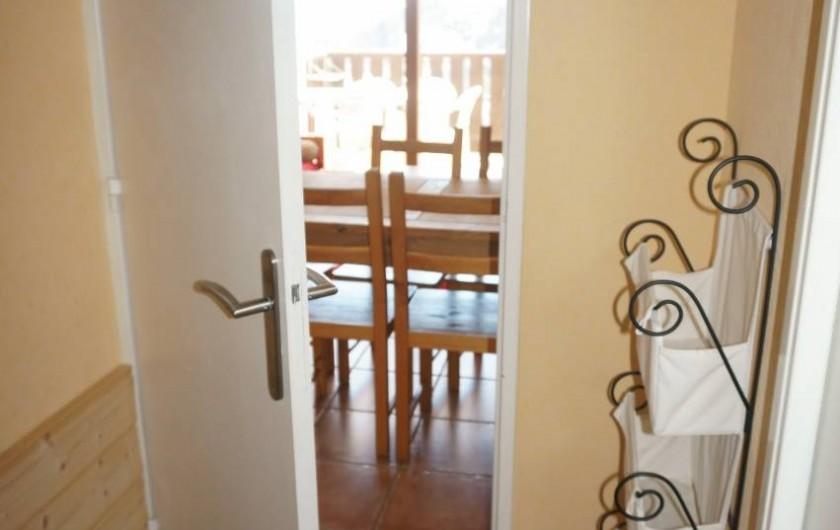 Location de vacances - Appartement à Saint-Sorlin-d'Arves - Entrée (WC à droite)