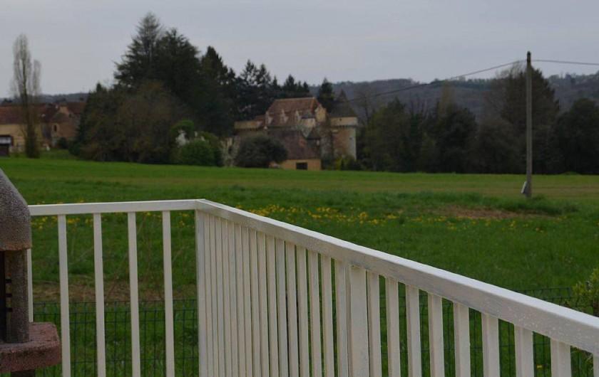 Location de vacances - Gîte à Prats-de-Carlux - Vue sue le chateau du Sirey