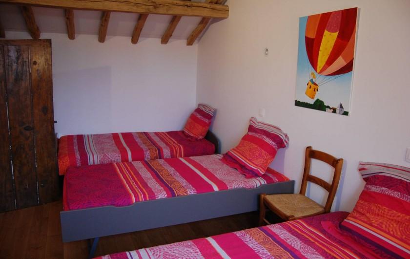 Location de vacances - Chambre d'hôtes à Landes-le-Gaulois - Chambre N° 2 de la suite familiale avec 3 lits simples