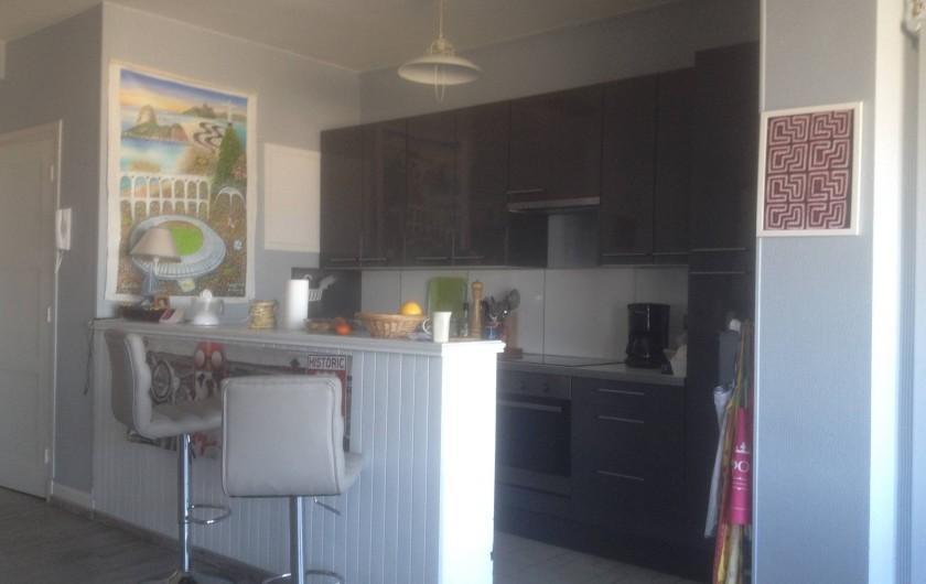 Location de vacances - Appartement à Le Touquet-Paris-Plage - La cuisine ,petit bar à l'américaine bref ne manque que les crevettes grises !